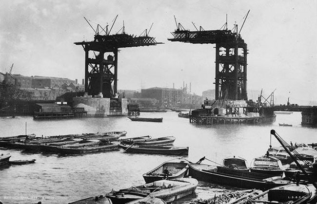 construction-of-tower-bridge-in-london