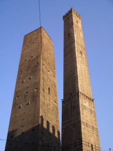 two-towers-of-bologna-photo-u1