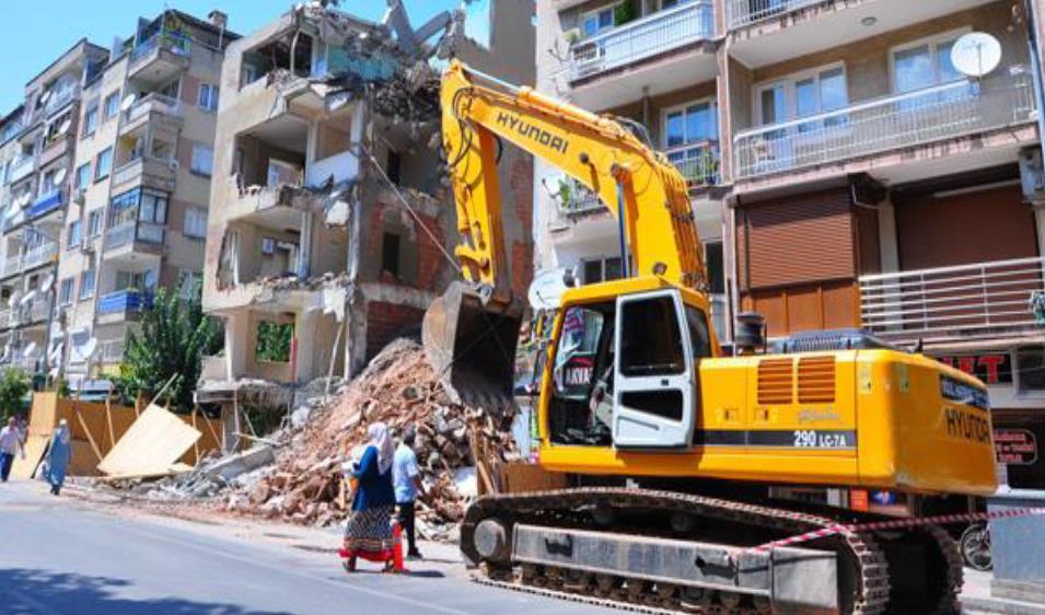Çelik halat ile bina yıkımı