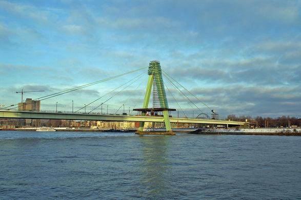 Severinsbrücke-eğik-kablolu-köprü.jpg