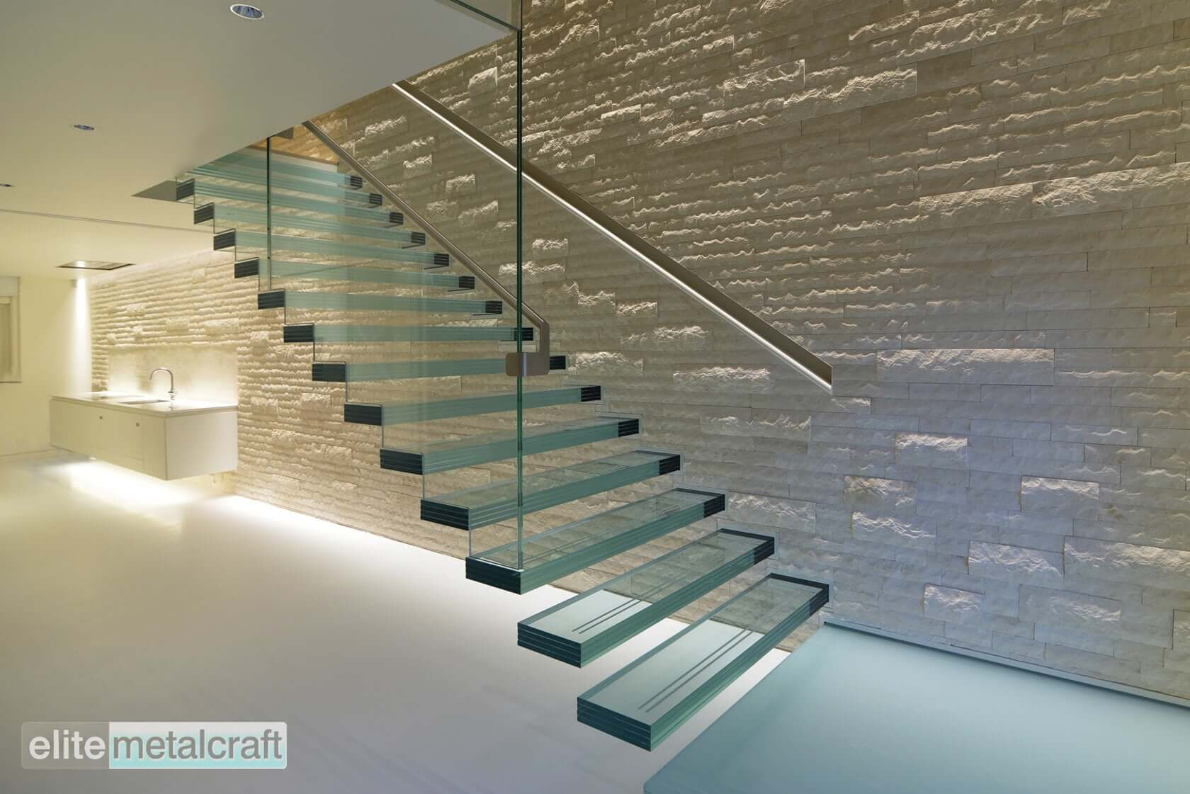 cam-basamaklı-merdiven