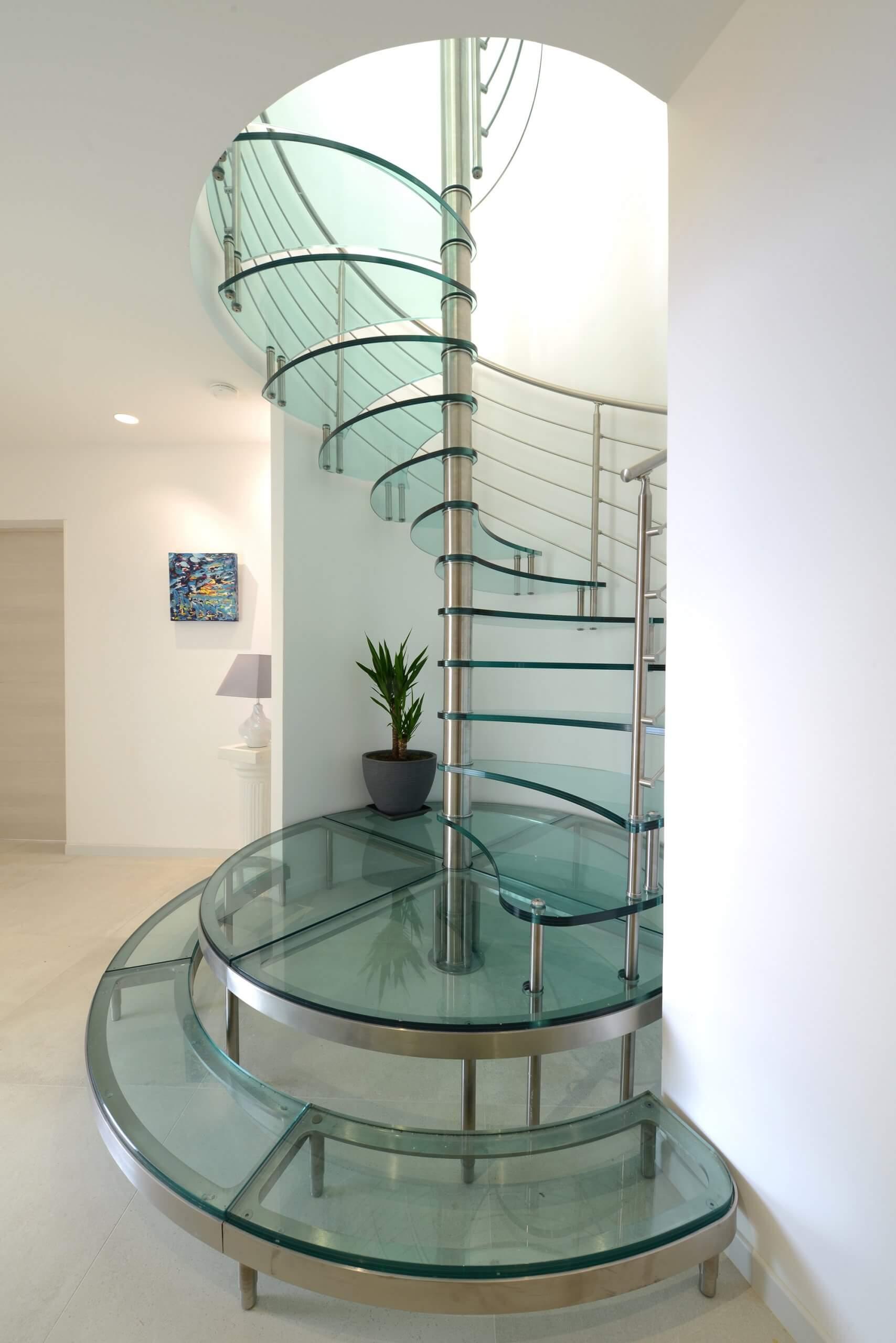 döner-cam-merdiven