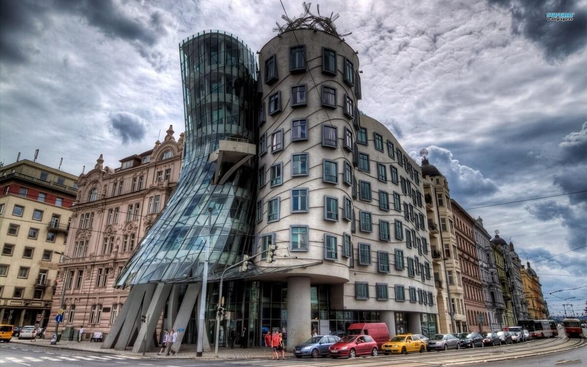 yaratıcı-mimarlık-dans-eden-bina