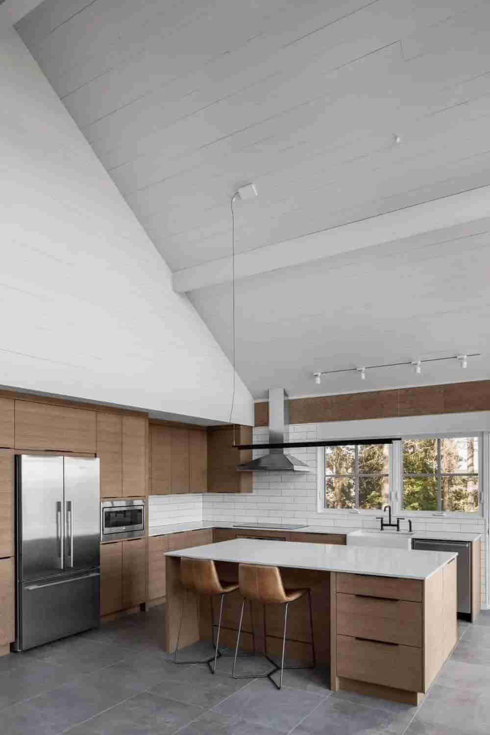 beyaz-sade-lamine-mutfak-dolabi-modeli