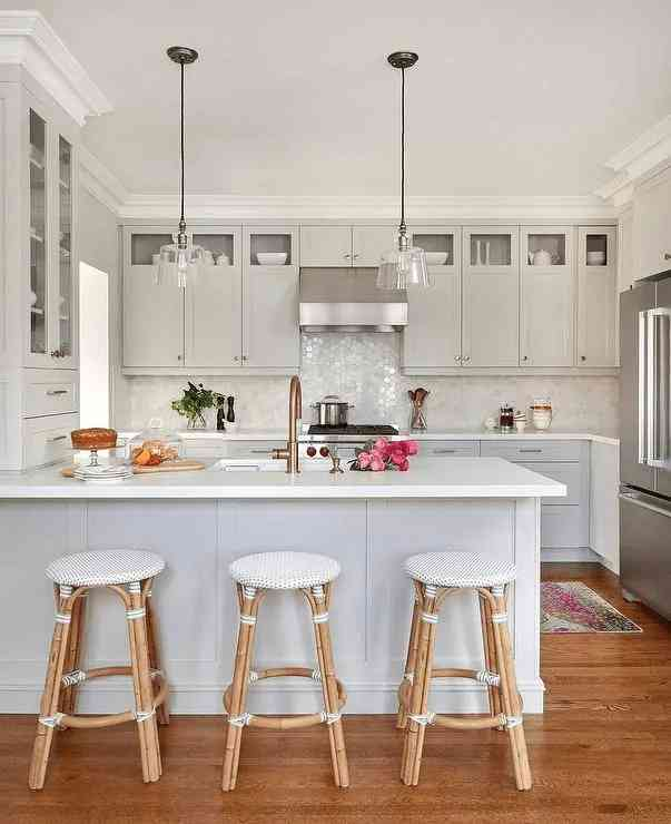 kırık-mat-beyaz-mutfak-dolabi-modeli