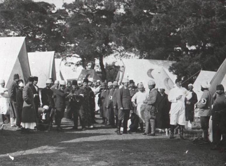 Çanakkale Savaşı'nda kurulan bir sahra hastanesi
