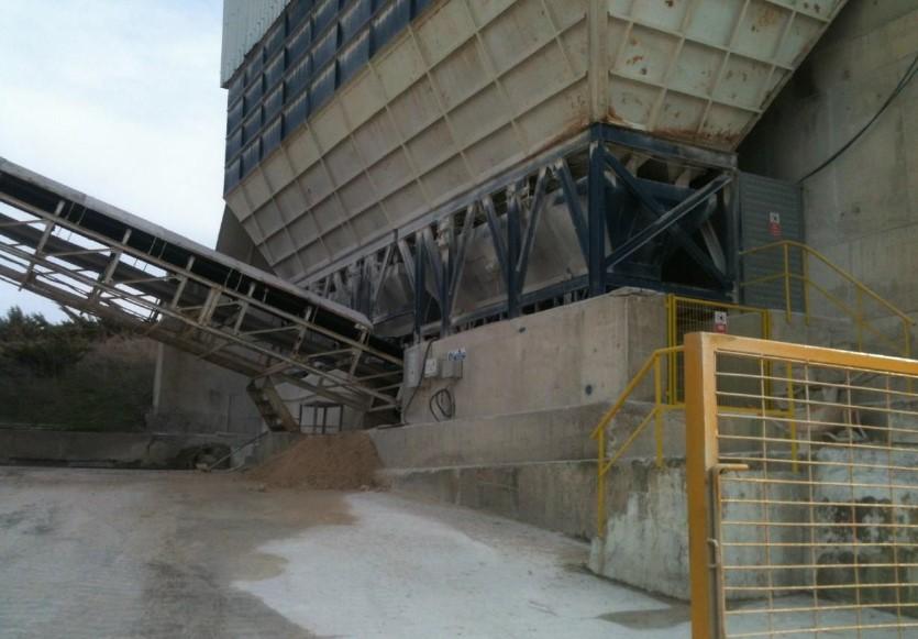 Bunker tip hazır beton santrali tartım ve taşıma bandı alanı