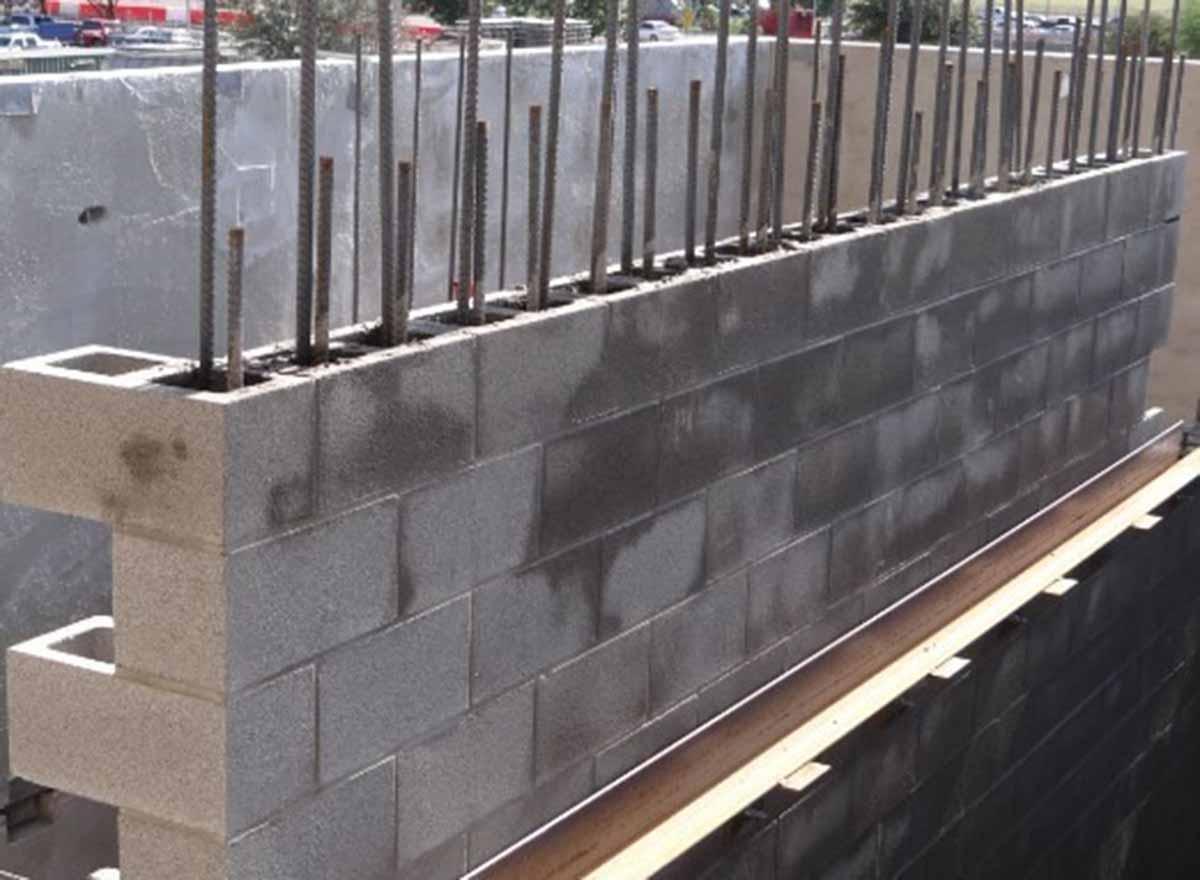 Donatılı yığma duvar